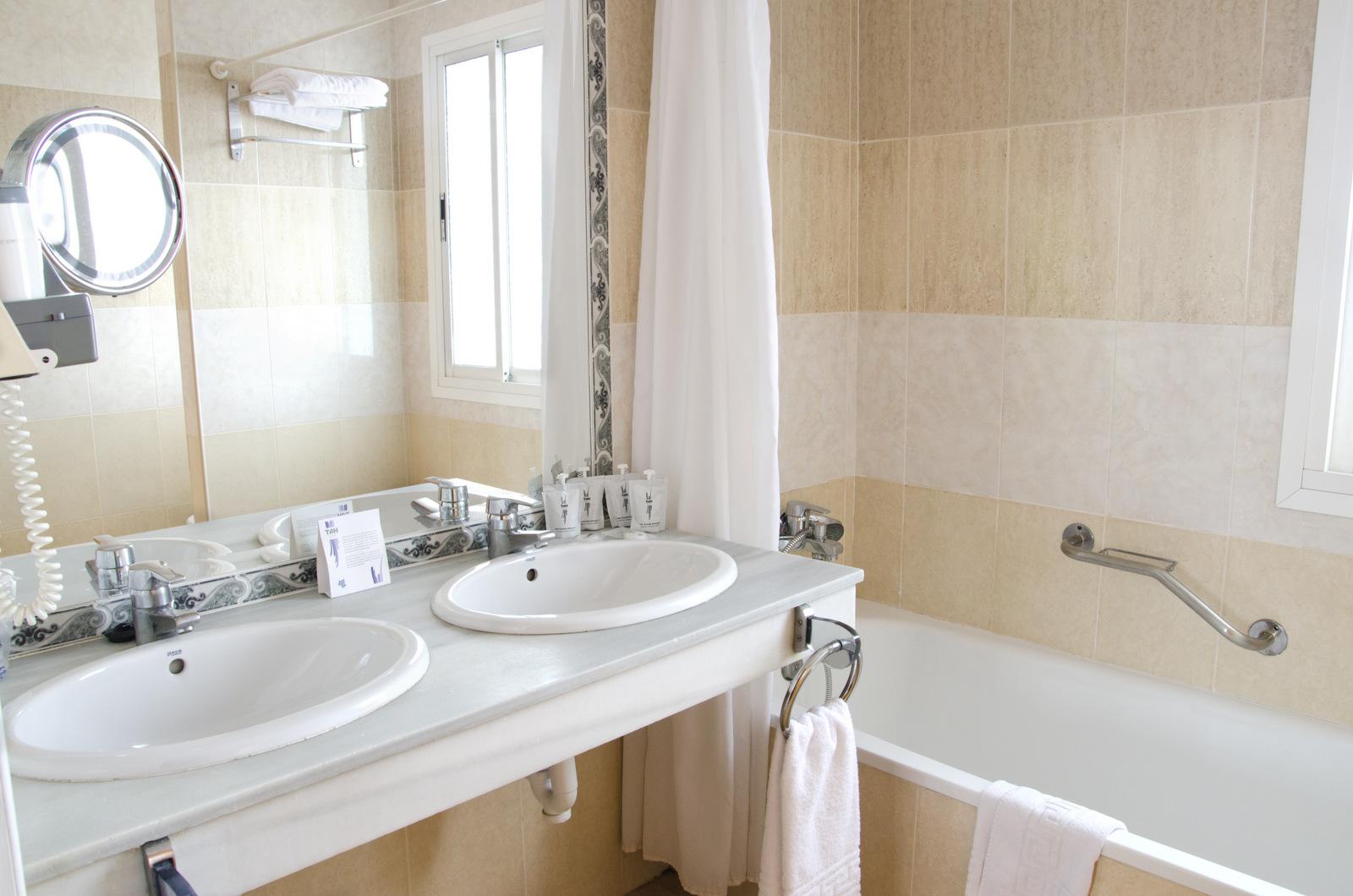Fotos hotel trh para so estepona web oficial - Amenities en el bano ...